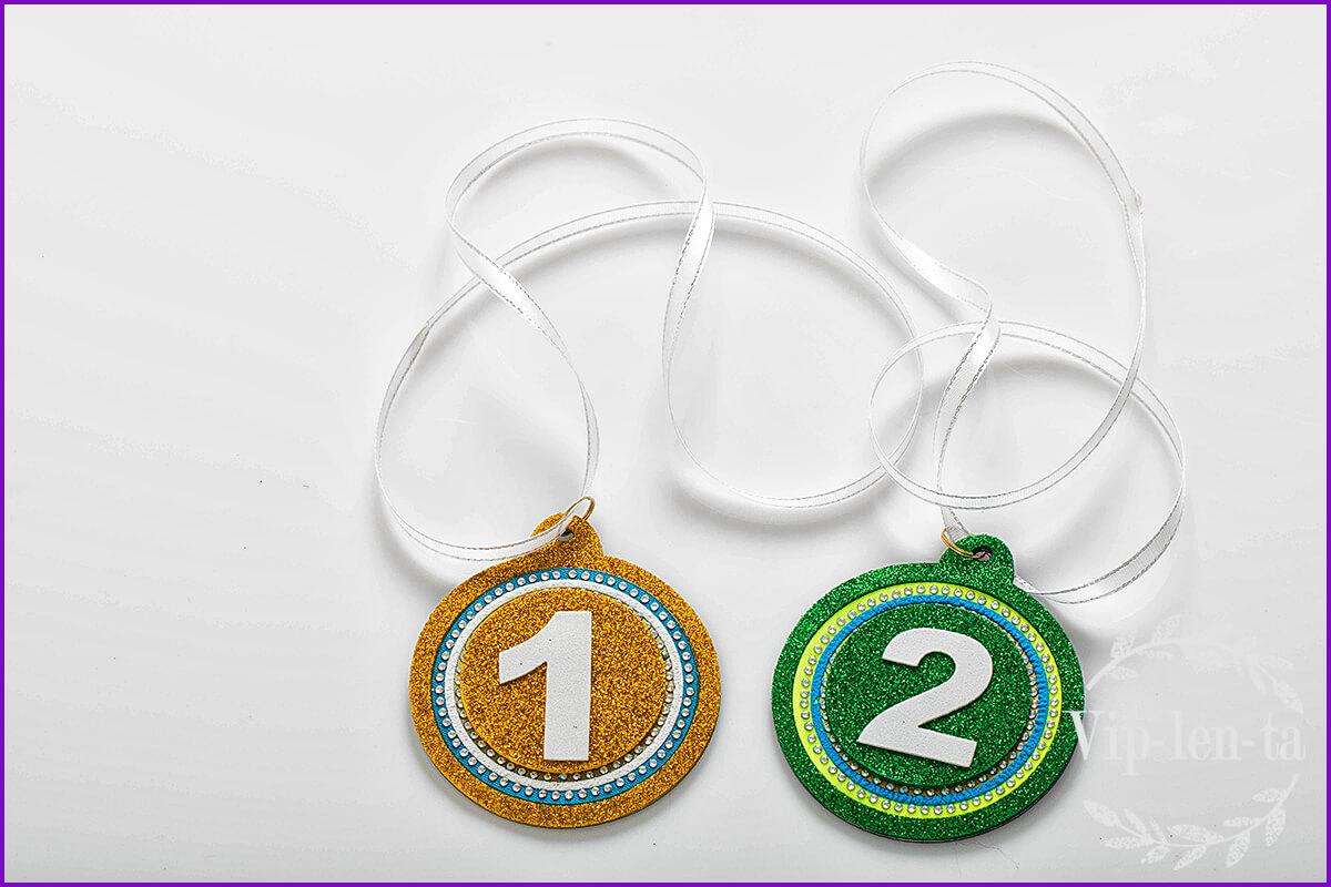 Голографическая медаль с номинациями